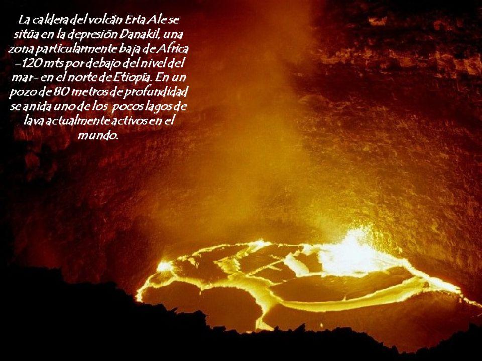 La caldera del volcán Erta Ale se sitúa en la depresión Danakil, una zona particularmente baja de Africa –120 mts por debajo del nivel del mar- en el norte de Etiopía.