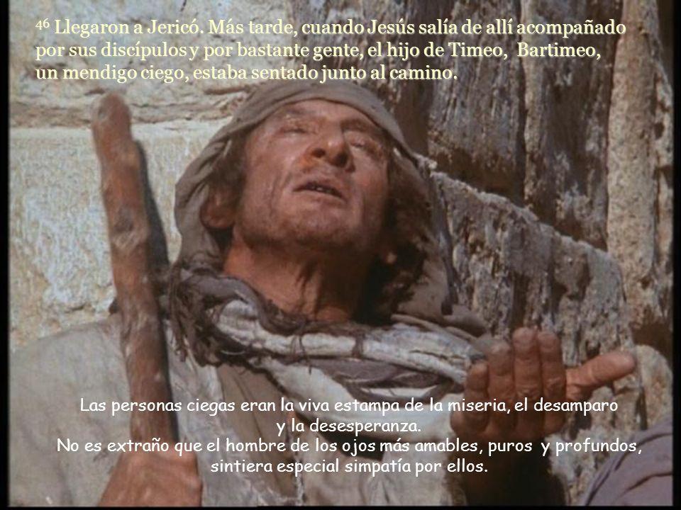 46 Llegaron a Jericó. Más tarde, cuando Jesús salía de allí acompañado por sus discípulos y por bastante gente, el hijo de Timeo, Bartimeo, un mendigo ciego, estaba sentado junto al camino.