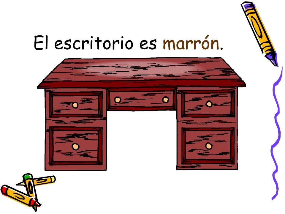 El escritorio es marrón.
