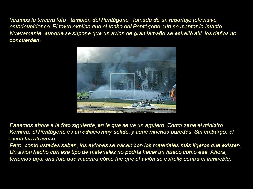 Veamos la tercera foto –también del Pentágono– tomada de un reportaje televisivo estadounidense. El texto explica que el techo del Pentágono aún se mantenía intacto. Nuevamente, aunque se supone que un avión de gran tamaño se estrelló allí, los daños no concuerdan.