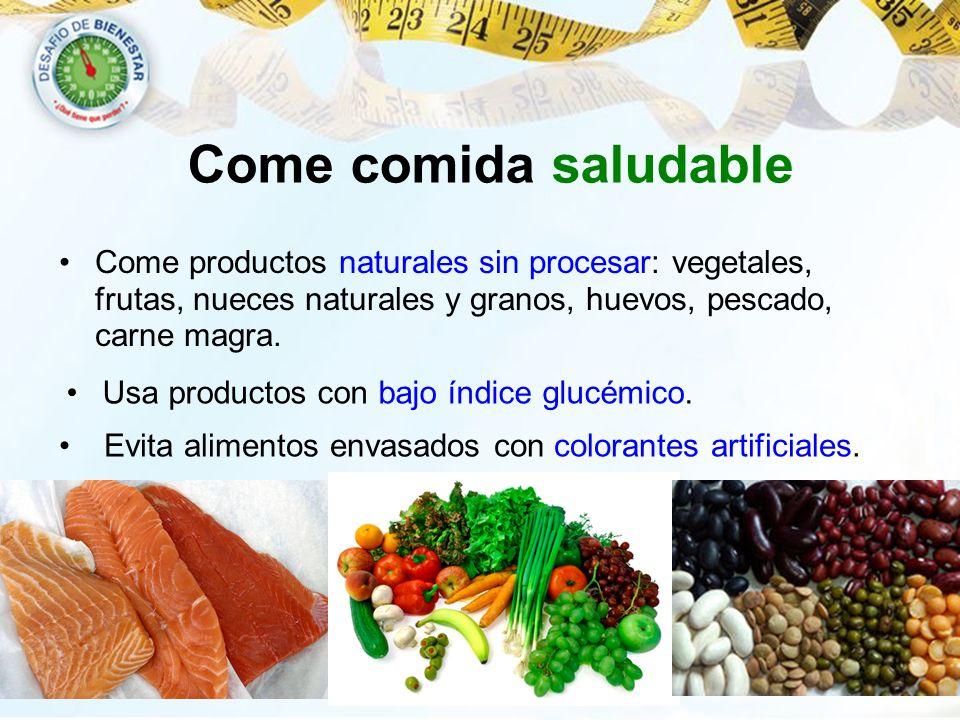 Come comida saludable Come productos naturales sin procesar: vegetales, frutas, nueces naturales y granos, huevos, pescado, carne magra.