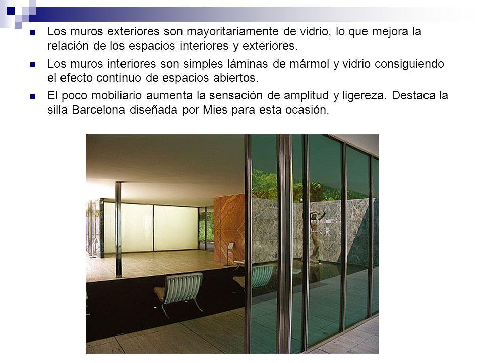 Los muros exteriores son mayoritariamente de vidrio, lo que mejora la relación de los espacios interiores y exteriores.