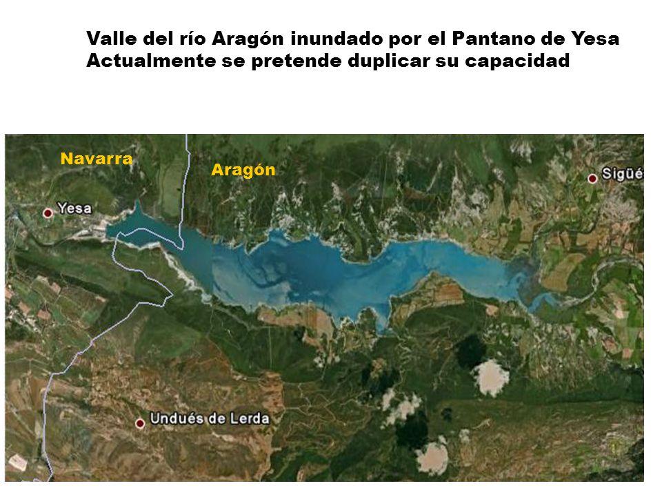 Valle del río Aragón inundado por el Pantano de Yesa