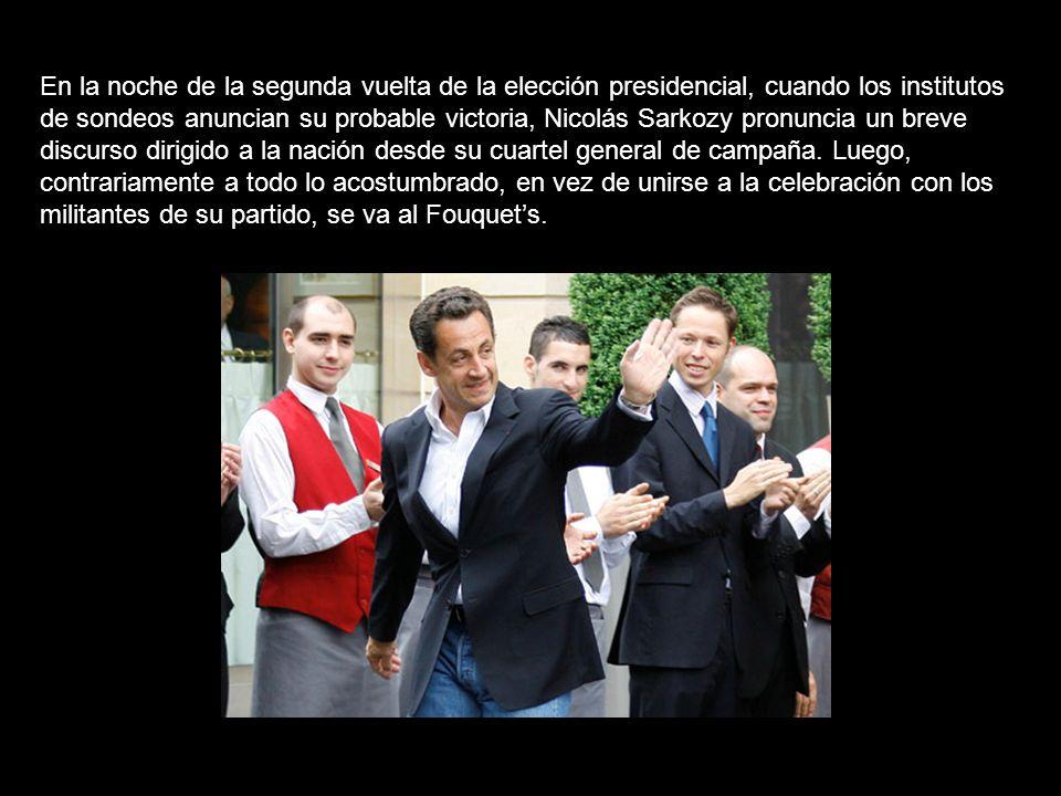En la noche de la segunda vuelta de la elección presidencial, cuando los institutos de sondeos anuncian su probable victoria, Nicolás Sarkozy pronuncia un breve discurso dirigido a la nación desde su cuartel general de campaña.