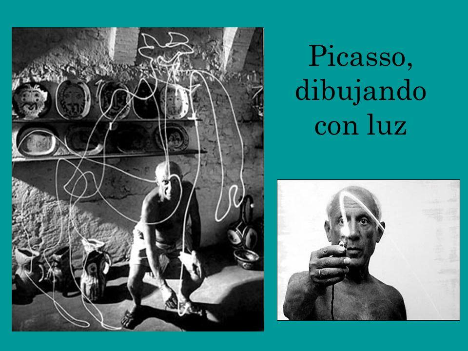 Picasso, dibujando con luz