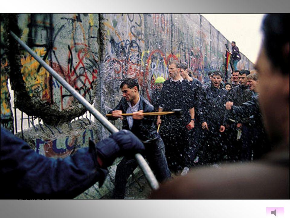 DESPUÉS DE LA CAÍDA DEL MURO DE BERLÍN EL 9 DE NOVIEMBRE DE 1989 y la conclusión de las primeras elecciones multipartidarias y democráticas ocurridas el 18 de marzo de 1990, pudieron entablarse negociaciones entre ambas naciones alemanas con el fin de garantizar su reunificación mediante la ratificación del Tratado de Unificación .TODO ELLO SE HIZO EN PRESENCIA DE ESTADOS UNIDOS, EL REINO UNIDO, FRANCIA Y LA UNIÓN SOVIÉTICA, LAS CUATRO POTENCIAS OCUPANTES DE ALEMANIA ENTRE 1945 Y 1949.