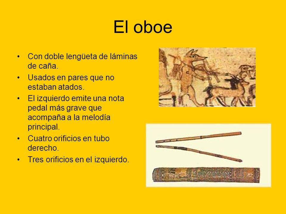 El oboe Con doble lengüeta de láminas de caña.