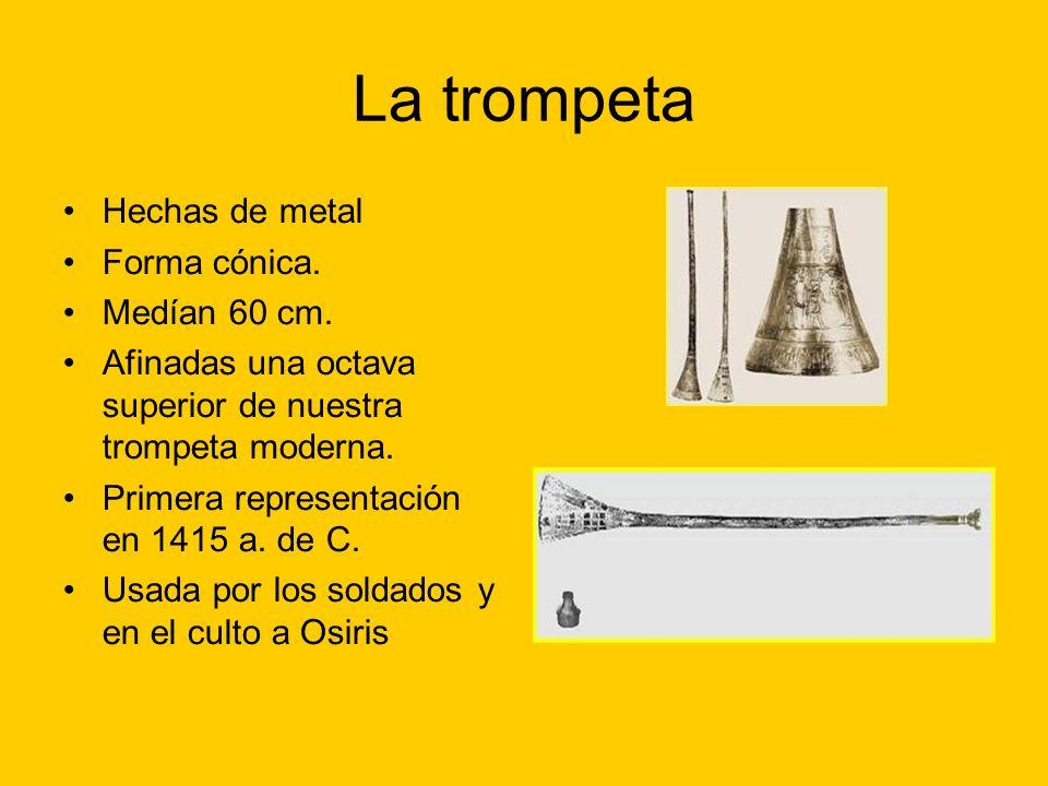 La trompeta Hechas de metal Forma cónica. Medían 60 cm.
