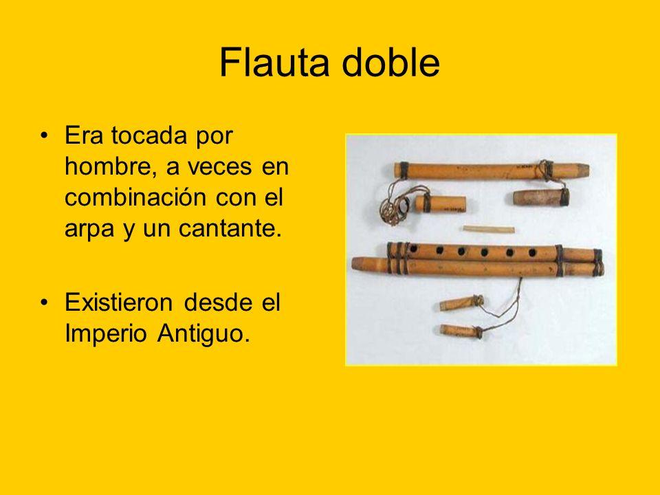Flauta doble Era tocada por hombre, a veces en combinación con el arpa y un cantante.