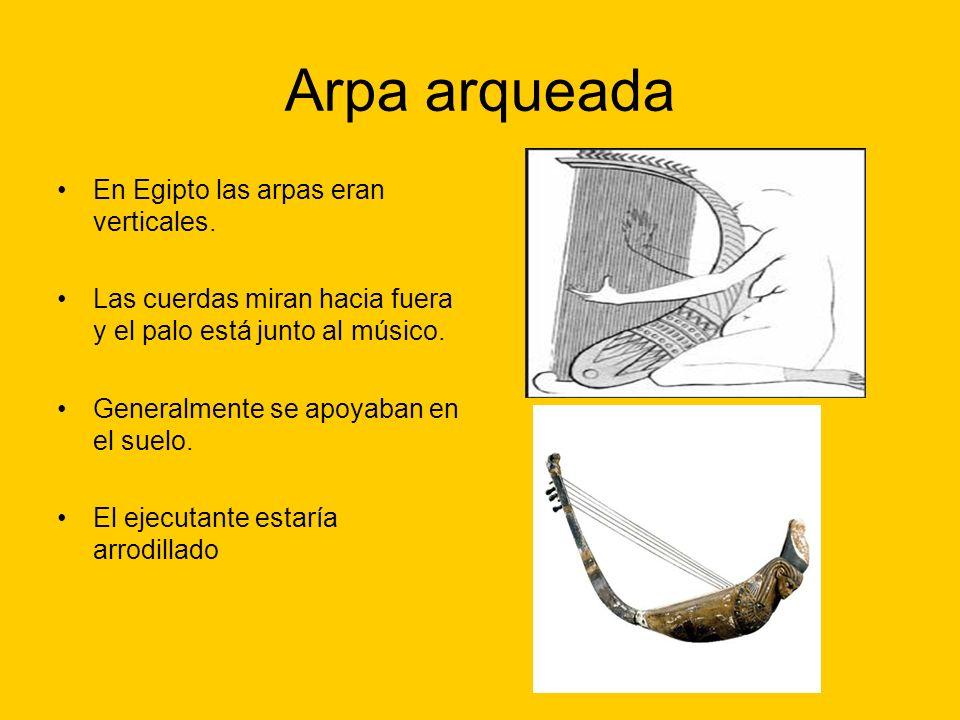 Arpa arqueada En Egipto las arpas eran verticales.