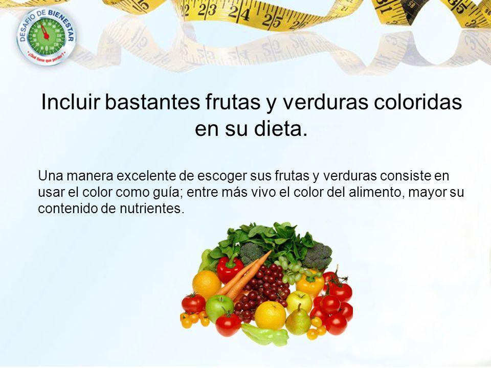 Incluir bastantes frutas y verduras coloridas en su dieta.