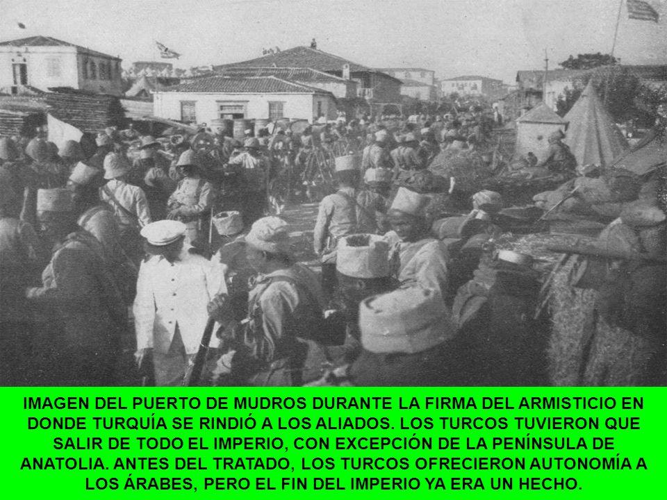 IMAGEN DEL PUERTO DE MUDROS DURANTE LA FIRMA DEL ARMISTICIO EN DONDE TURQUÍA SE RINDIÓ A LOS ALIADOS.