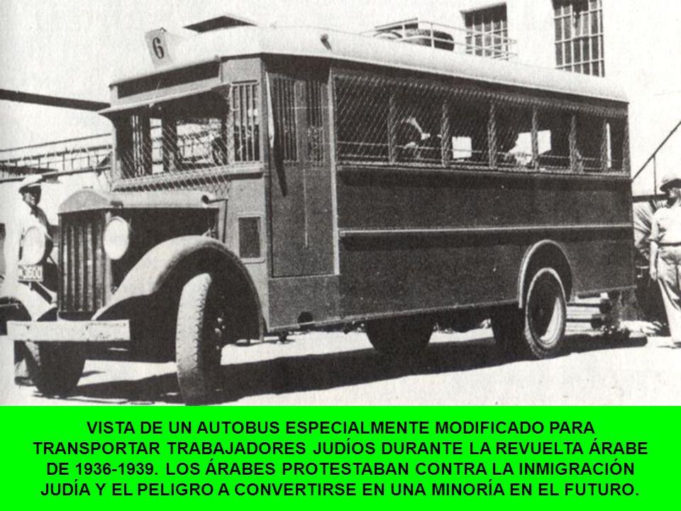 VISTA DE UN AUTOBUS ESPECIALMENTE MODIFICADO PARA TRANSPORTAR TRABAJADORES JUDÍOS DURANTE LA REVUELTA ÁRABE DE 1936-1939.