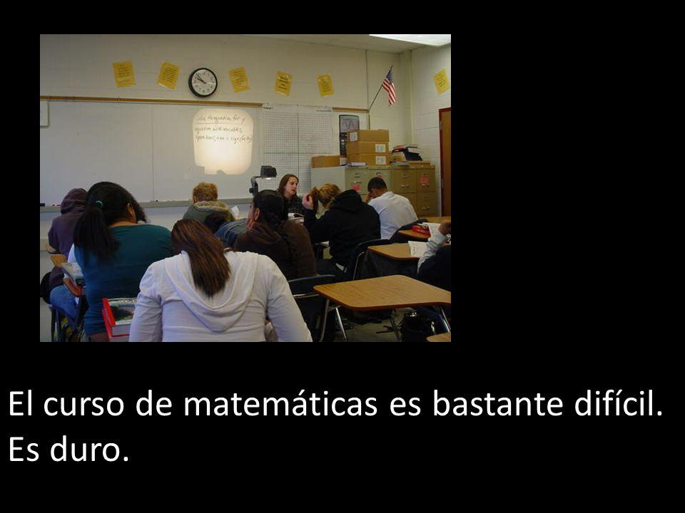 El curso de matemáticas es bastante difícil.