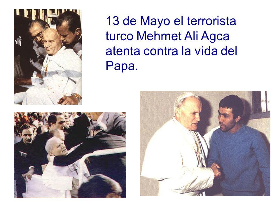 13 de Mayo el terrorista turco Mehmet Ali Agca atenta contra la vida del Papa.