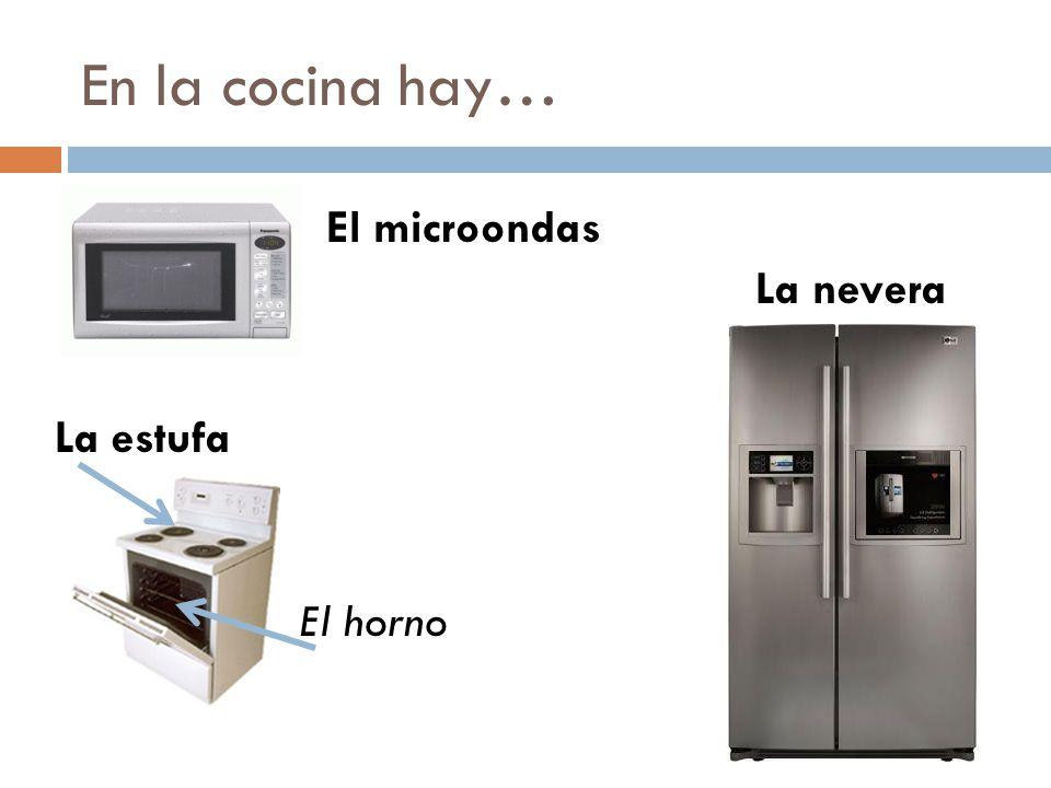 En la cocina hay… El microondas La nevera La estufa El horno