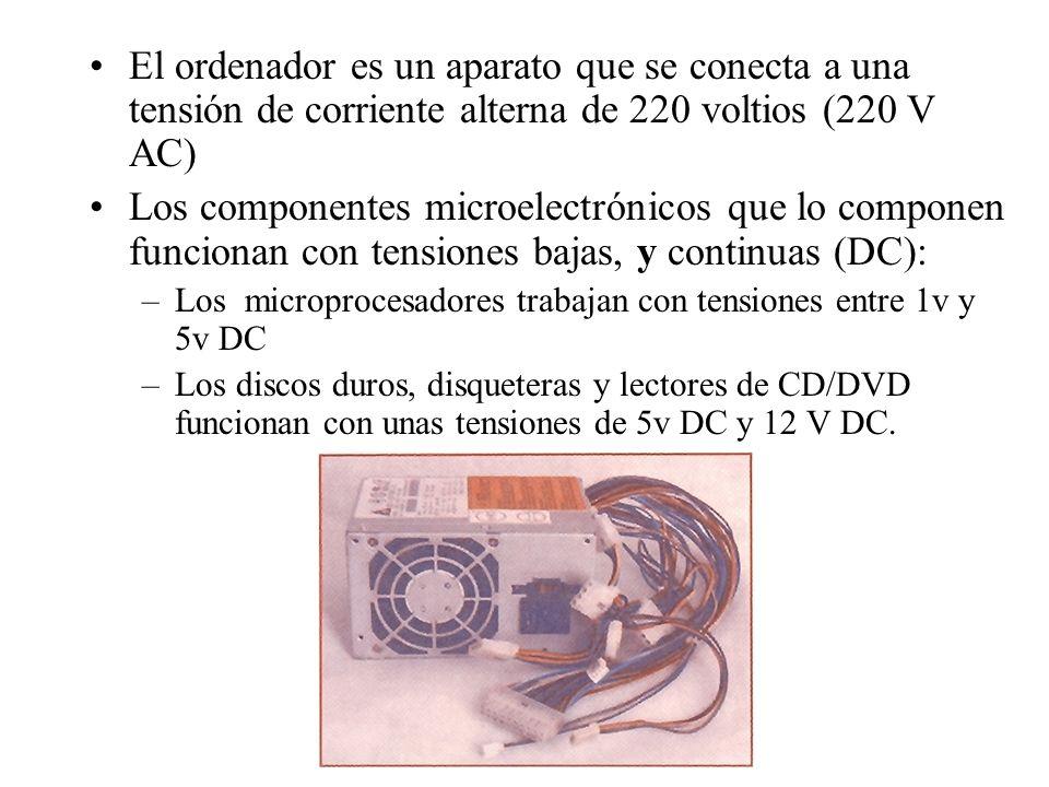 El ordenador es un aparato que se conecta a una tensión de corriente alterna de 220 voltios (220 V AC)