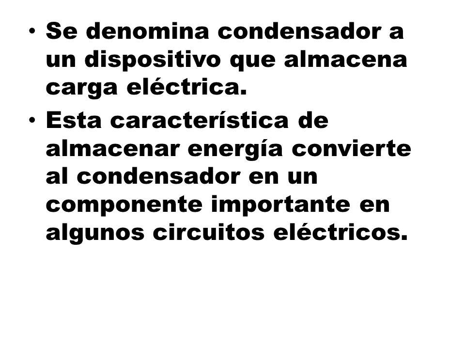 Se denomina condensador a un dispositivo que almacena carga eléctrica.
