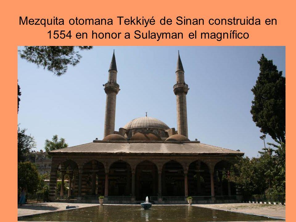Mezquita otomana Tekkiyé de Sinan construida en 1554 en honor a Sulayman el magnífico