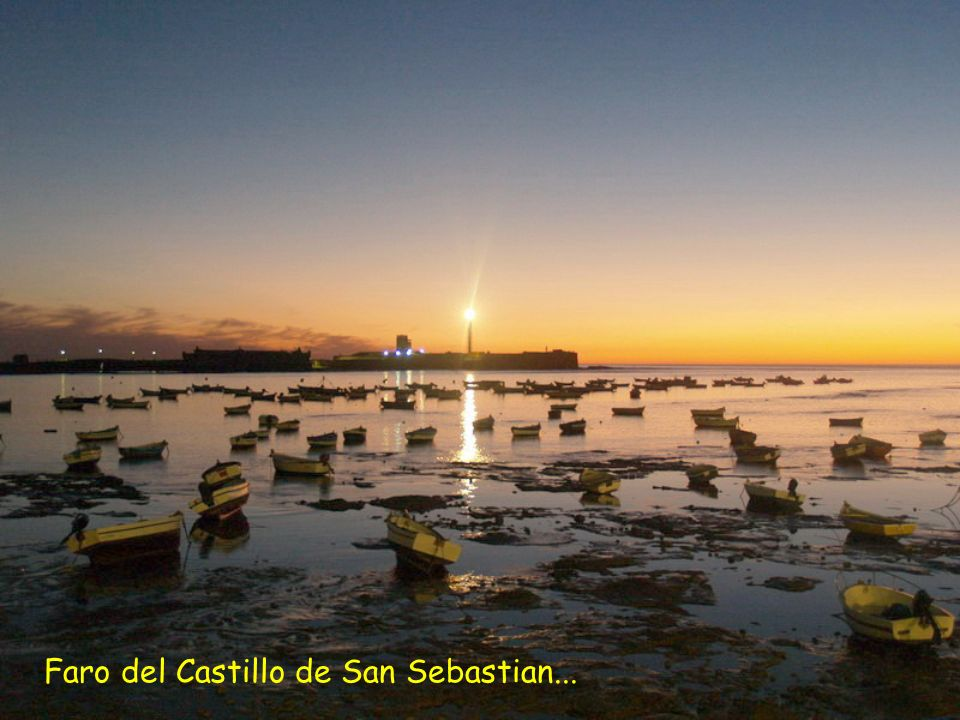 Faro del Castillo de San Sebastian...