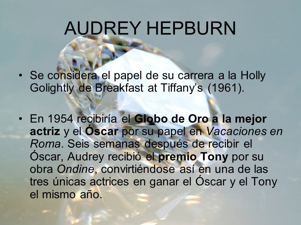 AUDREY HEPBURN Se considera el papel de su carrera a la Holly Golightly de Breakfast at Tiffany's (1961).