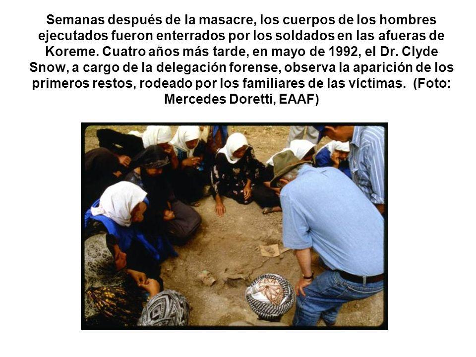 Semanas después de la masacre, los cuerpos de los hombres ejecutados fueron enterrados por los soldados en las afueras de Koreme.