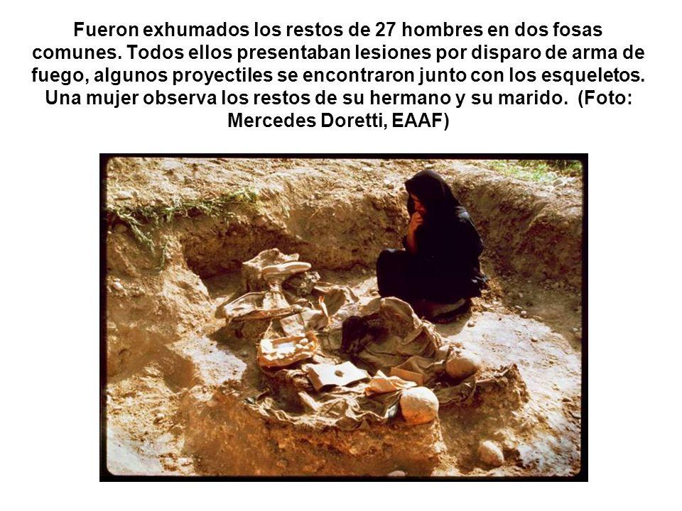Fueron exhumados los restos de 27 hombres en dos fosas comunes