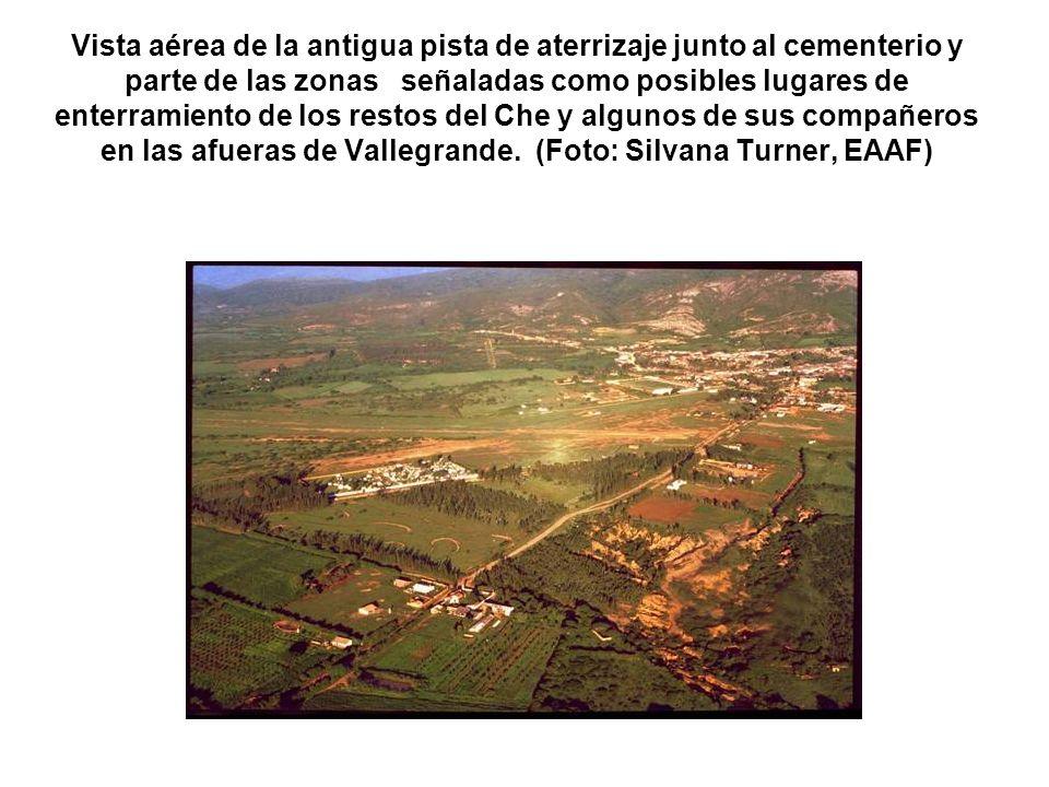 Vista aérea de la antigua pista de aterrizaje junto al cementerio y parte de las zonas señaladas como posibles lugares de enterramiento de los restos del Che y algunos de sus compañeros en las afueras de Vallegrande.