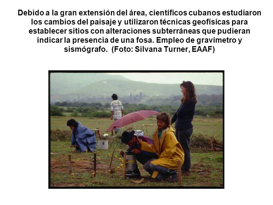 Debido a la gran extensión del área, científicos cubanos estudiaron los cambios del paisaje y utilizaron técnicas geofísicas para establecer sitios con alteraciones subterráneas que pudieran indicar la presencia de una fosa.