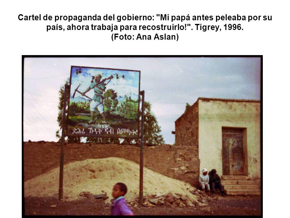 Cartel de propaganda del gobierno: Mi papá antes peleaba por su país, ahora trabaja para recostruirlo! .