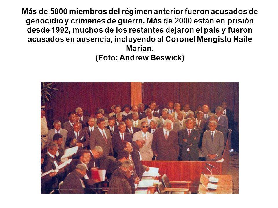 Más de 5000 miembros del régimen anterior fueron acusados de genocidio y crímenes de guerra.