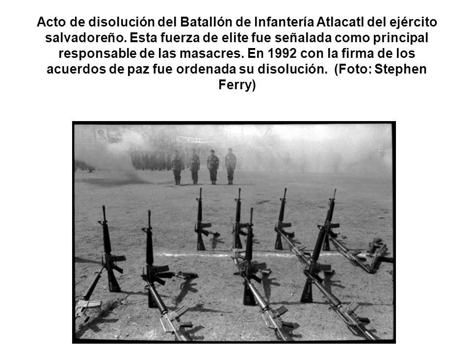 Acto de disolución del Batallón de Infantería Atlacatl del ejército salvadoreño.