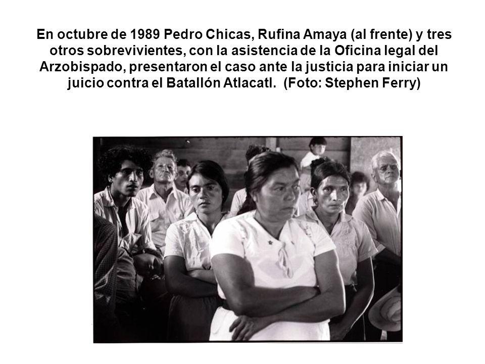 En octubre de 1989 Pedro Chicas, Rufina Amaya (al frente) y tres otros sobrevivientes, con la asistencia de la Oficina legal del Arzobispado, presentaron el caso ante la justicia para iniciar un juicio contra el Batallón Atlacatl.