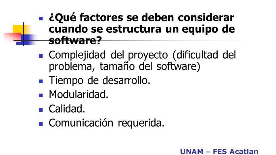 ¿Qué factores se deben considerar cuando se estructura un equipo de software