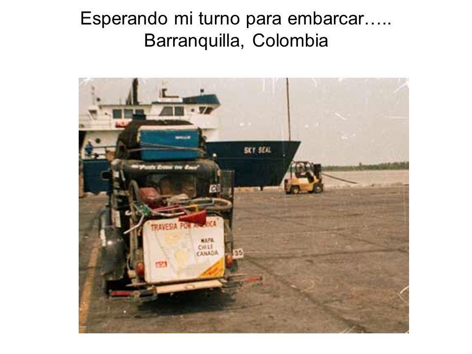 Esperando mi turno para embarcar….. Barranquilla, Colombia