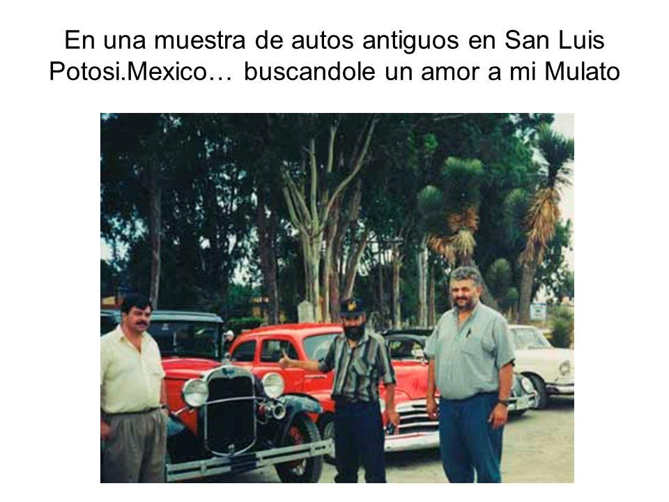 En una muestra de autos antiguos en San Luis Potosi