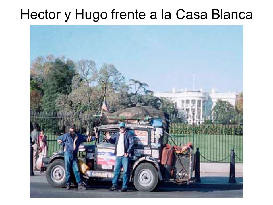 Hector y Hugo frente a la Casa Blanca