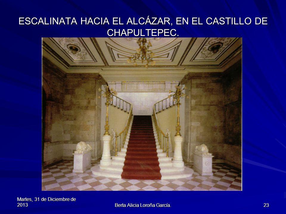 ESCALINATA HACIA EL ALCÁZAR, EN EL CASTILLO DE CHAPULTEPEC.