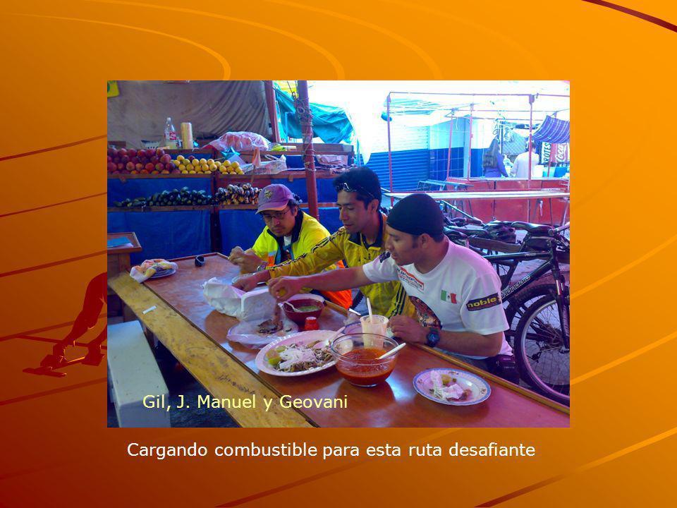 Gil, J. Manuel y Geovani Cargando combustible para esta ruta desafiante