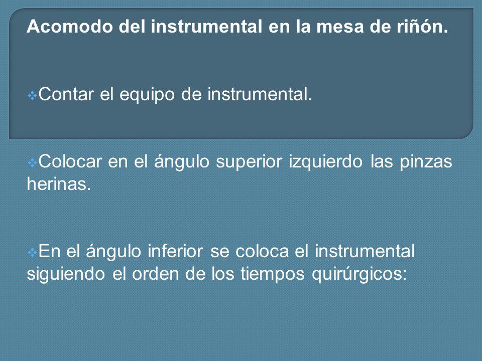 Acomodo del instrumental en la mesa de riñón.