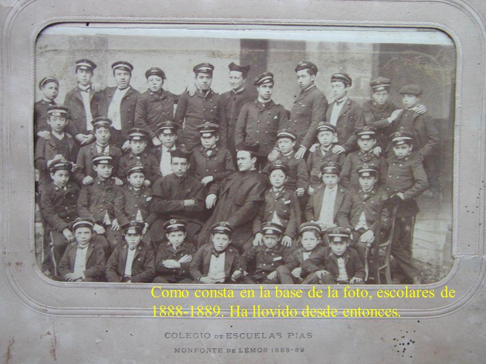 Como consta en la base de la foto, escolares de 1888-1889