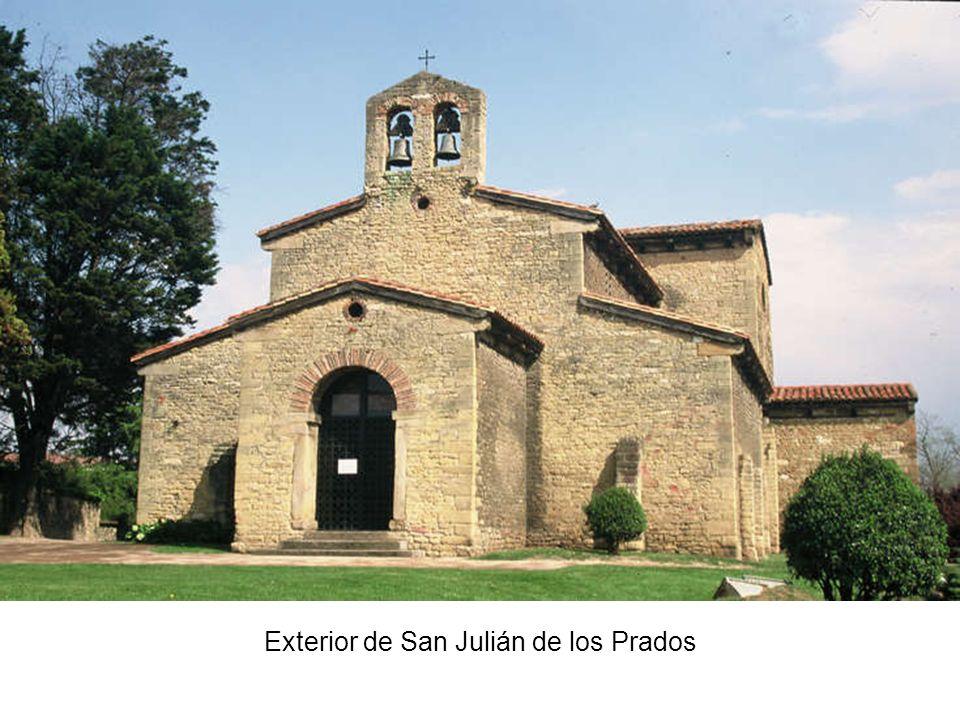 Exterior de San Julián de los Prados