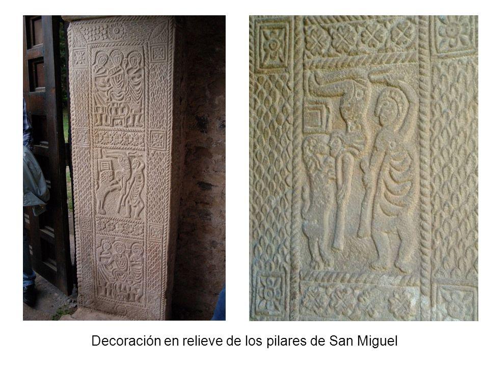 Decoración en relieve de los pilares de San Miguel