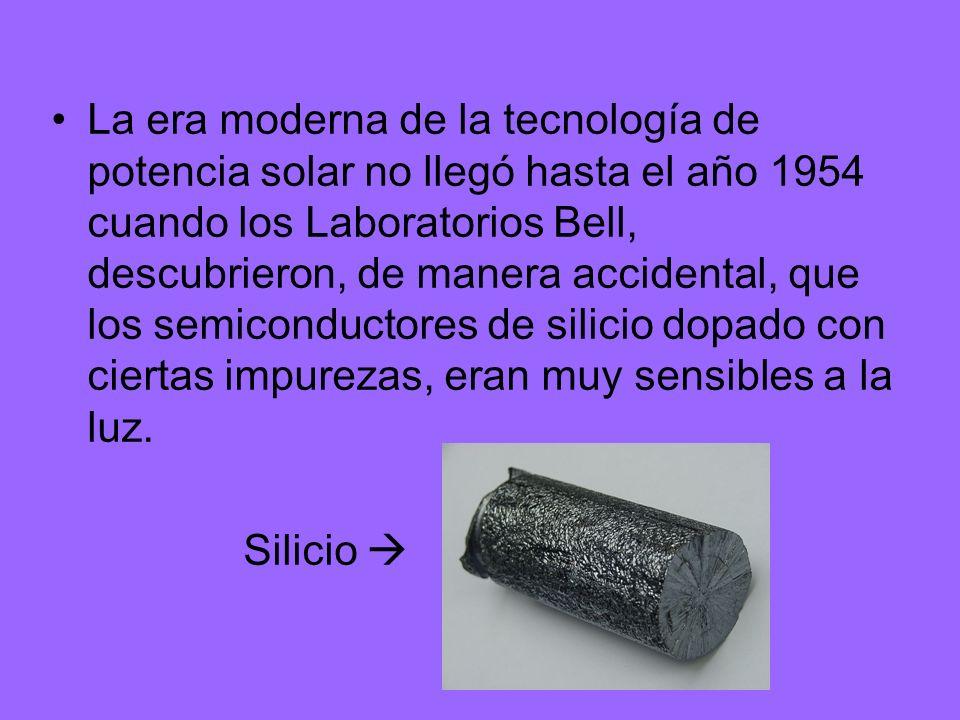 La era moderna de la tecnología de potencia solar no llegó hasta el año 1954 cuando los Laboratorios Bell, descubrieron, de manera accidental, que los semiconductores de silicio dopado con ciertas impurezas, eran muy sensibles a la luz.