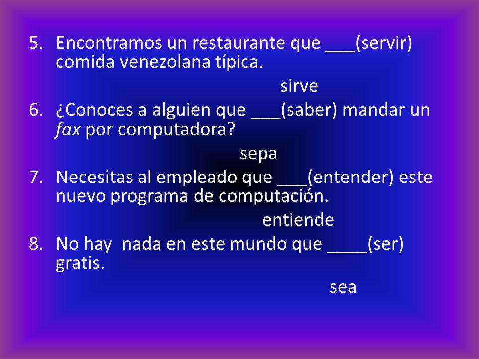 Encontramos un restaurante que ___(servir) comida venezolana típica.