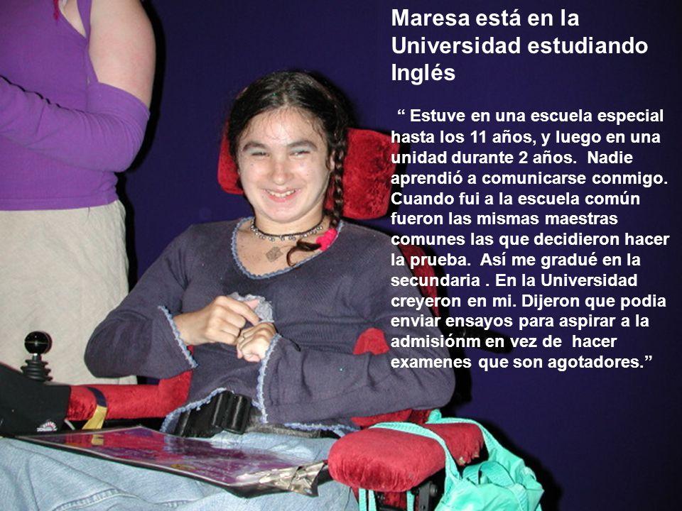 Maresa está en la Universidad estudiando Inglés