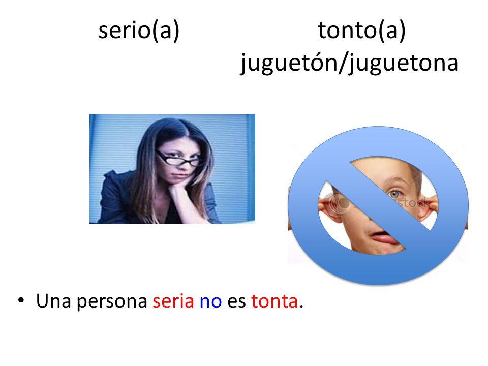 serio(a) tonto(a) juguetón/juguetona
