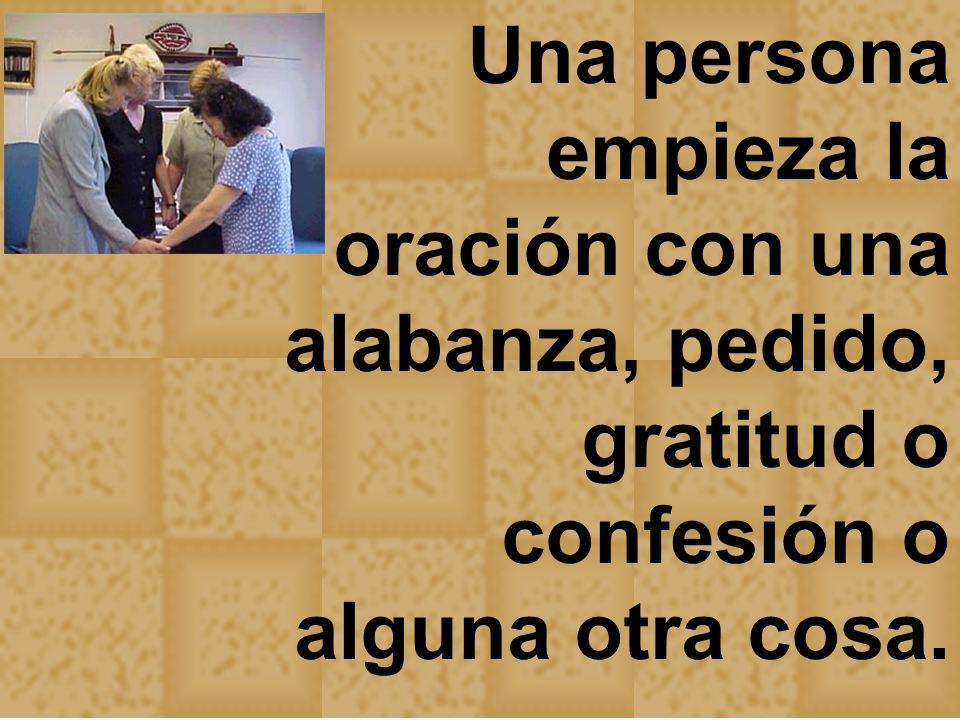 Una persona empieza la oración con una alabanza, pedido, gratitud o confesión o alguna otra cosa.