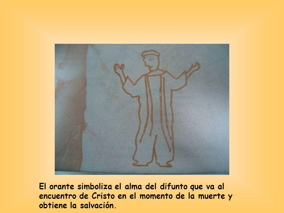 El orante simboliza el alma del difunto que va al encuentro de Cristo en el momento de la muerte y obtiene la salvación.