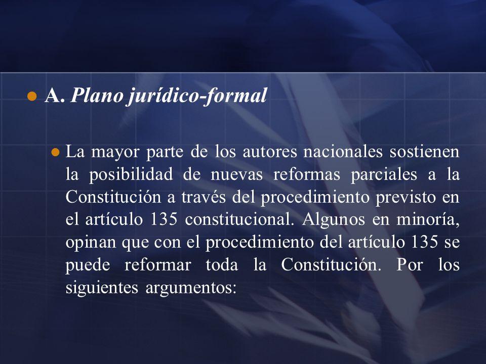 A. Plano jurídico-formal